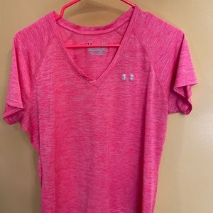 Women's pink V-neck under armour  T-shirt large